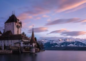 945px-Schloss Oberhofen Twilight